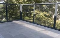 balustrada-lakierowana-proszkowo-ze-szkem-bezpiecznym-wiede