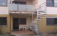 schody-spiralne-cynkowane-i-balustrada-nierdzewna-opfinben