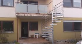 Schody spiralne cynkowane i balustrada nierdzewna Opfinben